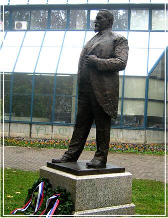 Споменик Жарку Миладиновићу