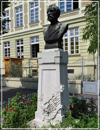 Споменик Јовану Јовановићу Змају